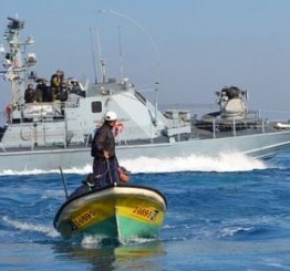 Palestine: Israeli navy attacks Palestinian fishermen in al-Sodania area, Gaza