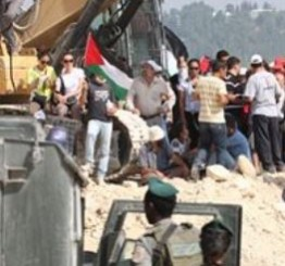 Palestine: Israeli army confiscates tents, displaces Palestinians, near Nablus