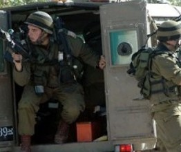 Palestine: Israeli soldiers prevent farmers from entering their lands