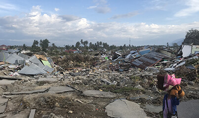5,000 people feared dead in Indonesia earthquake and tsunami