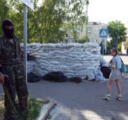 Ukraine: Pro-Russian separatists force closure of Donetsk airport one day after presidential elections