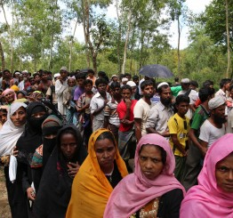 Myanmar: UN: 310,000 Rohingya Muslims flee, textbook example of ethnic cleansing