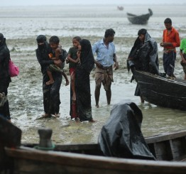 Bangladesh: Boat with Rohingya Muslim refugees capsizes in Bay of Bengal, 14 dead