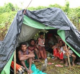 Myanmar: Video shows Rohingya Muslims fleeing violence in Myanmar