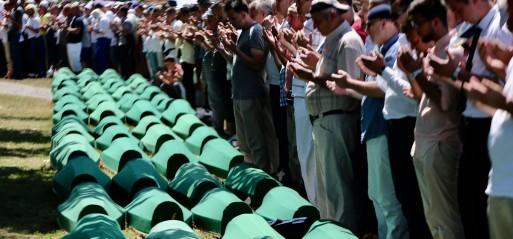 Bosnia & Herzegovina: Emotional scenes mark Srebrenica burials in Bosnia