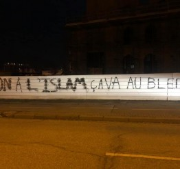 French mosque vandalized with Islamophobic graffiti