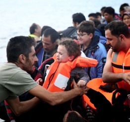 Turkey: Two die as refugee boat sinks off Aegean coast