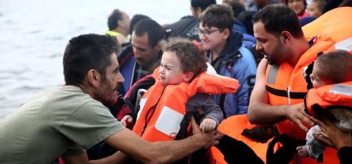 Turkey: Two die as refugee boat sinks off Aegean coast