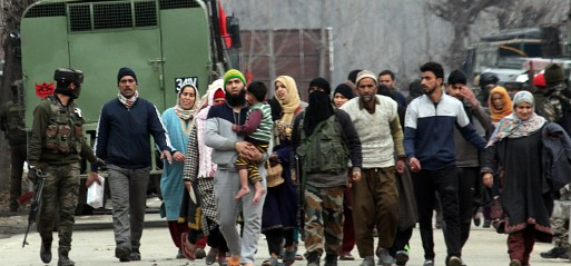 Jammu and Kashmir: Indian forces crack down on Kashmiri leaders