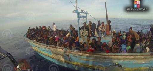 'Over 2,000 migrants die' trying to cross Mediterranean