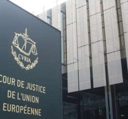 EU companies can ban employees from wearing headscarf, court rules