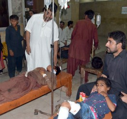 Pakistan: Blast kills 22 Shia Muslims Ashura procession in Sindh