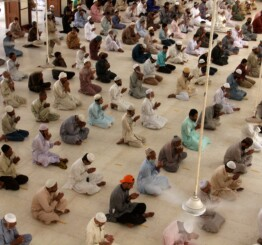 Pakistan: Philanthropists, charities help poor during Ramadan