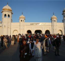 Pakistan: Around 1,000 Indian Sikh pilgrims take part in Baisakhi festival