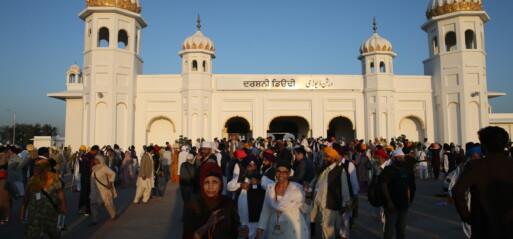 Pakistan: Around 1,000 Indian Sikh pilgrims take part in Baisakhi festival