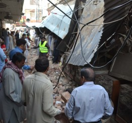 S. Asia quake kills scores in Pakistan, Afghanistan