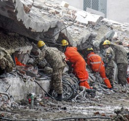 Pakistan: 25 killed in factory building collapse