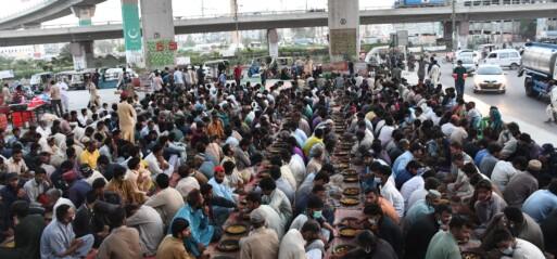 Pakistan: Ramadan: Roadside iftar resumes after a year break