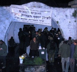 Palestine: 1,000 Jewish settlers storm West Bank shrine
