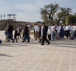 Palestine: Jewish settlers descend on East Jerusalem's Al-Aqsa Mosque for Passover