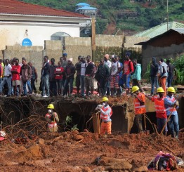 Sierra Leone declares mourning for over 400 mudslide victims