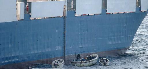 Somali pirates hijack oil tanker in Indian Ocean