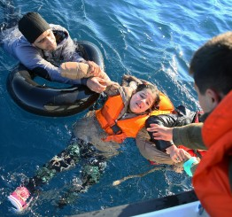 Greece: Forty-five die in Aegean refugee boat disasters