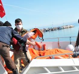 Turkey: 11 dead as migrant boat sinks off Izmir