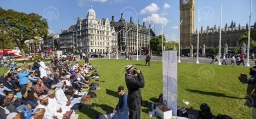 UK: Train passengers who stopped anti-Islam abuse praised