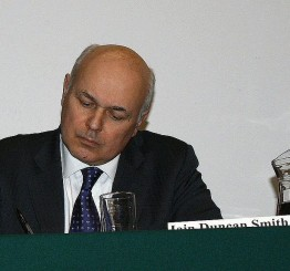 UK: Blow to Cameron as senior minister quits