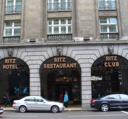 UK: Two Muslims in Niqab banned from tea room in Ritz Hotel London