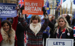 UK: May faces no confidence vote after historic Brexit defeat