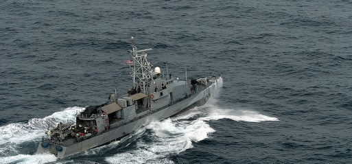 US says navy boats 'misnavigated' into Iranian waters
